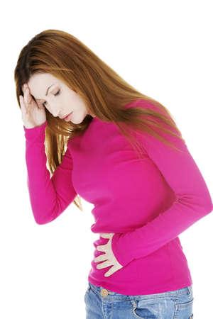 dolor de estomago: Mujer con un fuerte dolor de est?mago y n?useas, aislado en blanco Foto de archivo