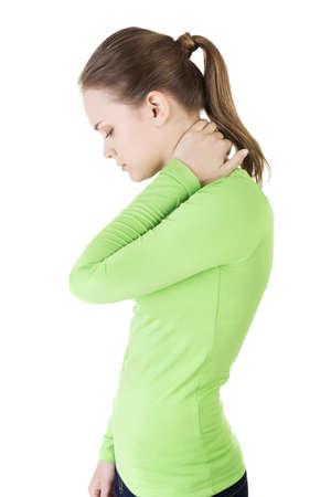 Joven mujer con la mano en su cuello. Cuello concepto dolor