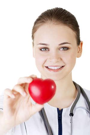 Giovane infermiera con il cuore in mano, isolato su bianco. Archivio Fotografico - 20123133