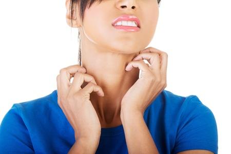 Jonge mooie vrouw krabben haar zelf. Geà ¯ soleerd op wit Stockfoto - 22037300
