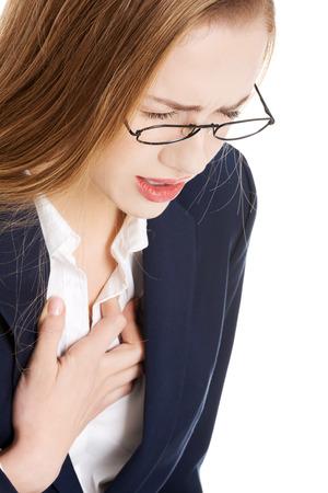 아름 다운 비즈니스 여자 몸이 느낌, 그녀의 가슴을 만지고. 심장, 건강 개념을 연결합니다. 흰색입니다.