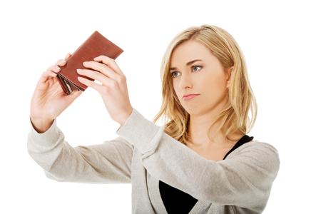 空の財布 - 若い白人女性を破った 写真素材