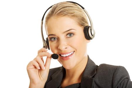 Call center vrouw praten met de klant.