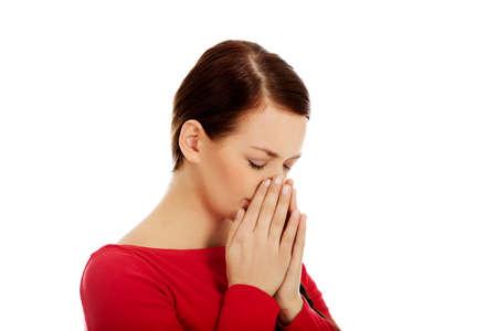 Jonge niezen vrouw met sinus pijn. Stockfoto