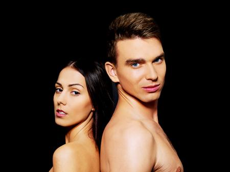 Primo piano di una coppia sensuale svestita