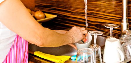 Senior woman washing dishes Standard-Bild - 127495958