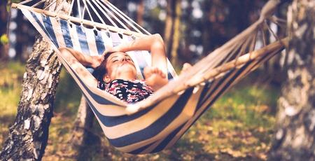 Outdoor view of woman in hammock Standard-Bild - 127895579