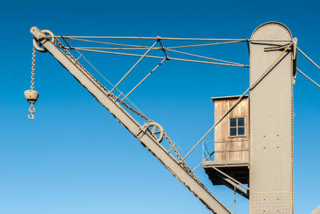 windlass: Crane with hook