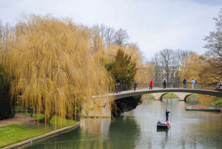 punting: People punting in the river Cam in Cambridge during the winter
