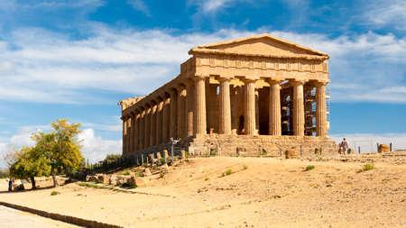 sien: El templo griego de la Concordia en Agrigento Sicilia