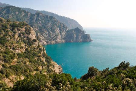 Paysage scénique d'une piste sur le promontoire de Portofino