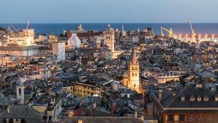 Abendansicht der Innenstadt von Genua