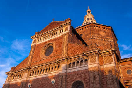 The cathedral of Pavia (Lombardy, Italy) Imagens