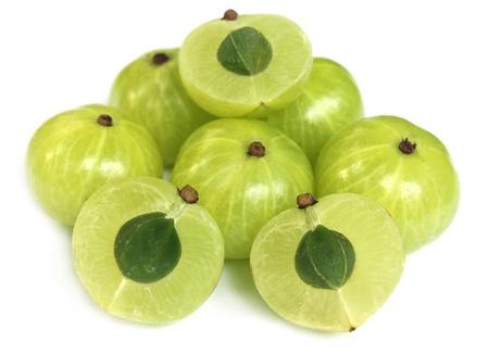 Frutti Amla su sfondo bianco