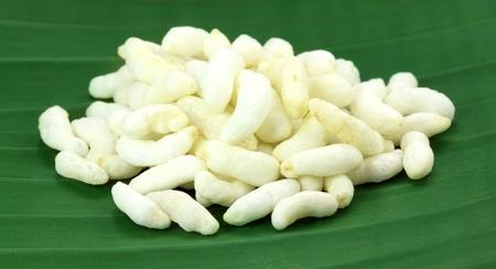 popped: Puffed rice on green banana leaf