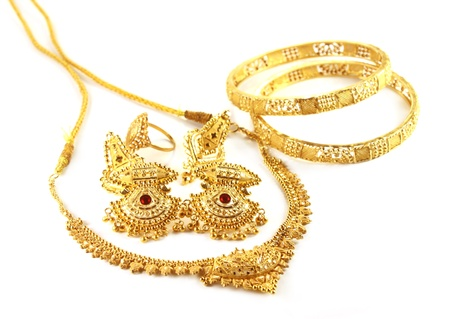 green and gold: Wedding gold jewelry for Indian bride