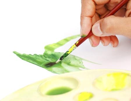 pincel pintando. artista pintando con pincel photo e
