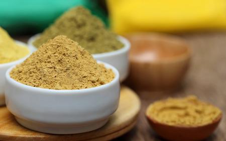 tinte cabello: Cierre de henna y polvo de sándalo
