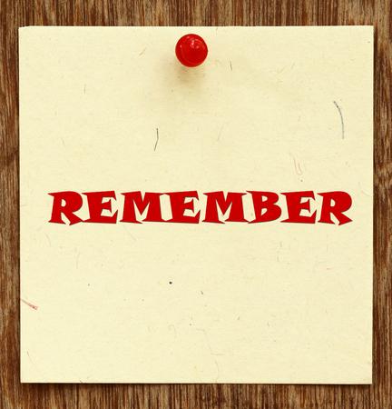 recordar: Aviso por escrito RECUERDE en un tablón de anuncios