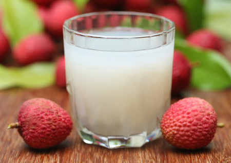 lychee juice: Closeup of fresh lychee juice with fruits