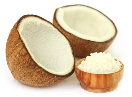 sur fond blanc: Noix de coco fra�che sur fond blanc