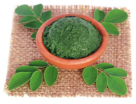 benzolive: Edible moringa leaves with ground paste in a pottery Stock Photo