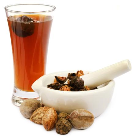 アーユルヴェーダは、乳鉢と乳棒と triphala 果物を抽出します。