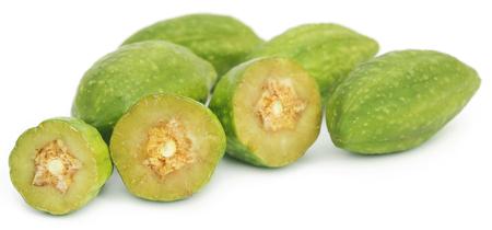 白い背景の上に新鮮な緑の薬用 haritaki の果物 写真素材