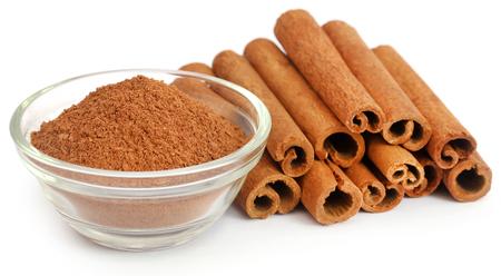 Bunch of some fresh aromatic cinnamon with powder spice Standard-Bild