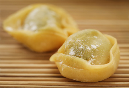 Italian Tortelloni made of flour with spinach and other ingredients Foto de archivo