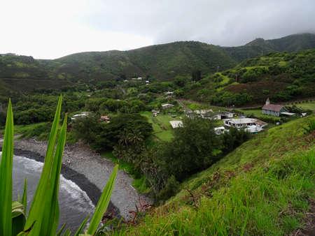 A small typical Hawaiian villages captured on the Maui's Rugged Northwestern Sea Coast, in Maui - Hawaii Imagens