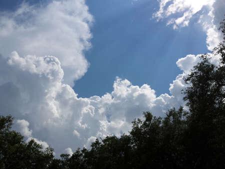雲と太陽ビーム