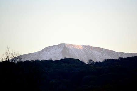 Dusky mountain top landscape on an Autumn day. Banque d'images