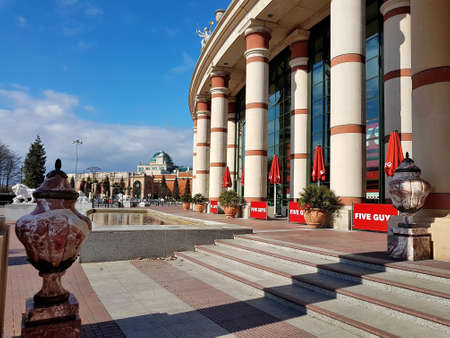 Manchester, England, United Kingdom - 04/02/2020: Five Guys at Trafford Centre closed due to coronavirus (COVID-19). Éditoriale