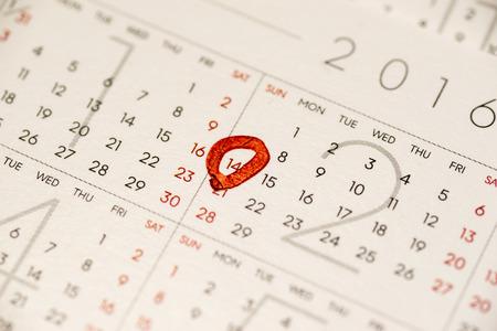 recibo: Cierre de la calendario que muestra el 14 de febrero día de San Valentín