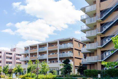 Apartment building in Japan Standard-Bild