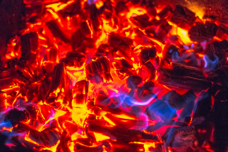 Wooden coils and fire in the grill Stockfoto