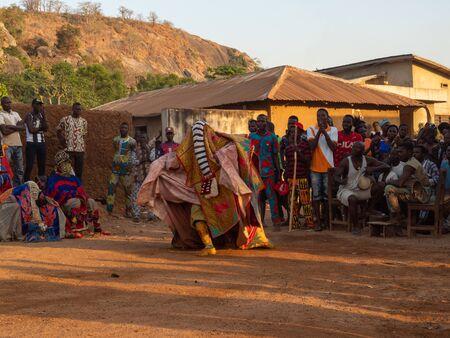 Dassa, Benin - 31/12/2019 - Ceremonial mask dance, Egungun, voodoo, Africa Standard-Bild