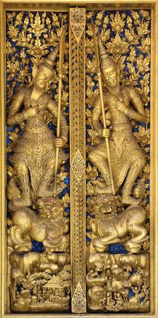 Detalles de la puerta en Wat Phra Kaew