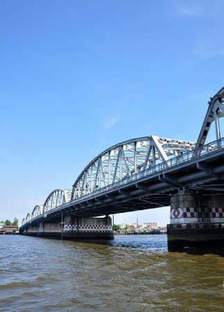 krung: Krung Thon Bridge on Chao phraya riverol