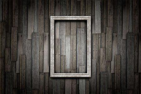 Grunge Rahmen auf Holz Wand Standard-Bild - 13387378