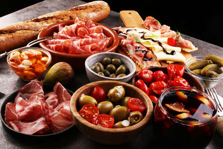 spanish tapas and sangria on wooden table Standard-Bild
