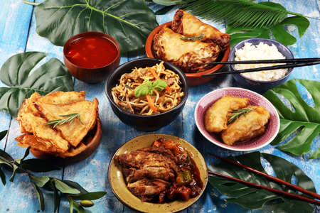Assorted Chinese food set. Chinese noodles, fried rice, peking duck, dim sum, spring rolls. Famous Chinese cuisine dishes on table. Chinese restaurant concept. Asian style banquet Banque d'images