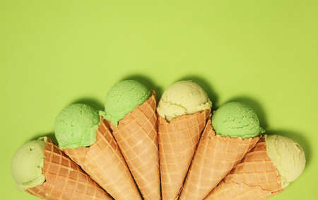 Ice cream Green tea matcha mint ice cream with coconut milk. Icecream, frozen. Foto de archivo