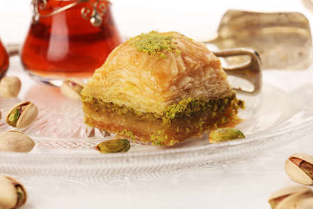 Middle eastern or arabic dishes. Turkish Dessert Baklava with pistachio. Imagens