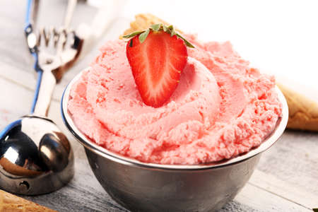 Strawberry ice cream scoop on a light background with fresh strawberries Imagens