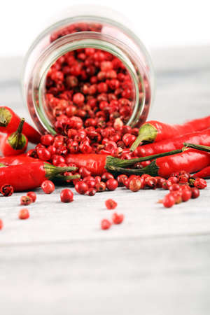 red hot bird chili pepper nature background with pepper corns chilli 스톡 콘텐츠
