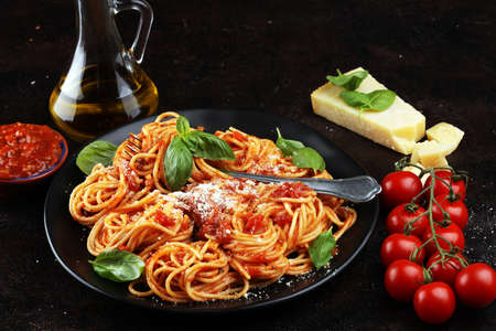 Plate of delicious spaghetti Bolognaise or Bolognese with savory minced beef and tomato sauce garnished with parmesan cheese Stockfoto