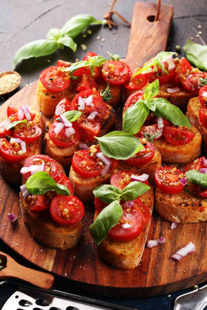fresh tomato bruschetta. italian food appetizer with basil on rustic table Zdjęcie Seryjne
