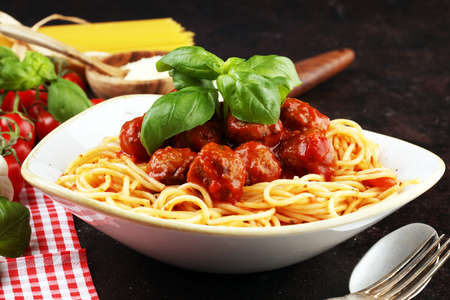 Spaghetti pasta with meatballs and tomato sauce, with parmesan and basil 版權商用圖片